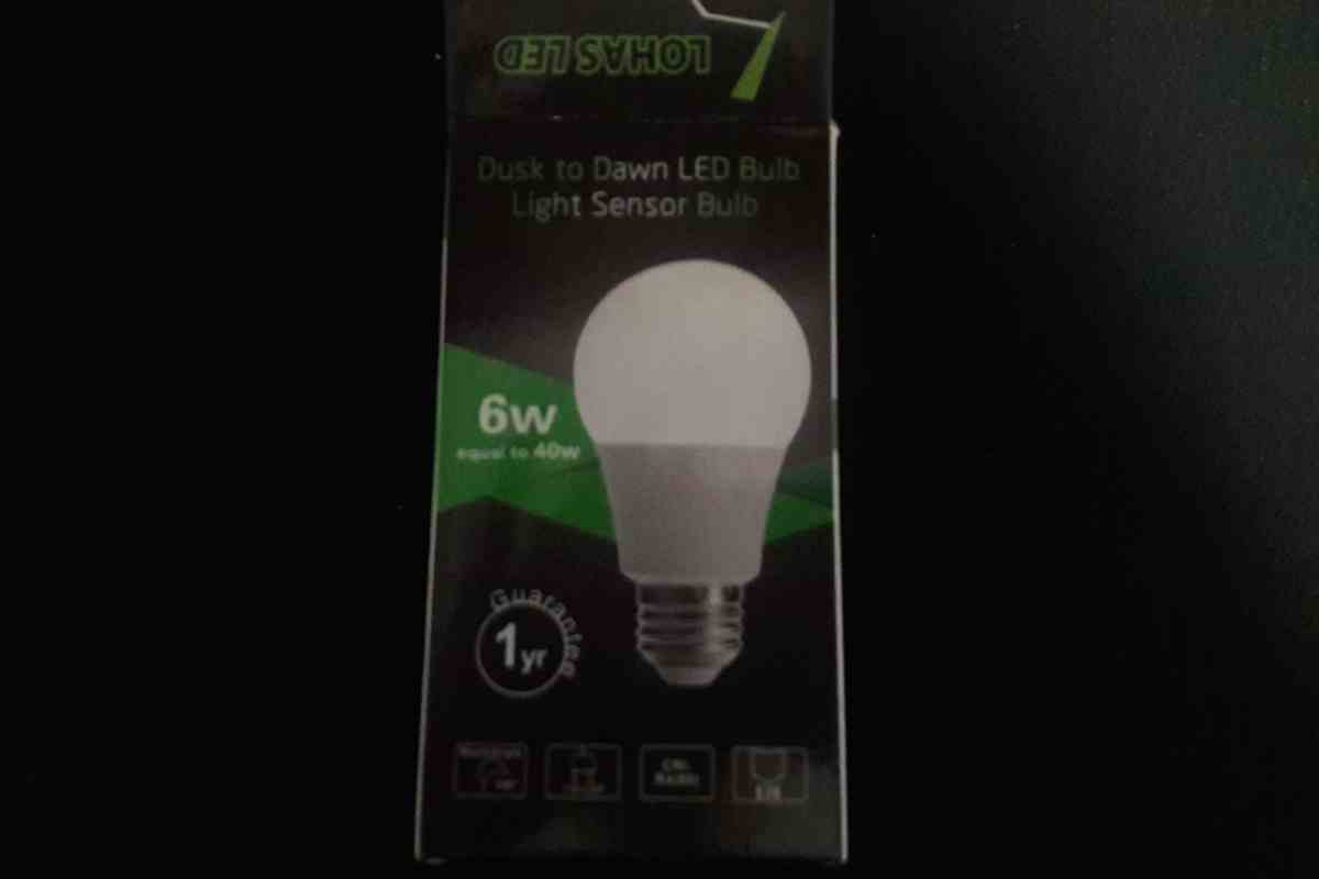 Automatic light sensor for bathroom - The Lohas Led Dusk To Dawn Bulb Sensor Light Bulb Is A Brilliant Invention Living In Florida A Good Portion Of The Residents Are Snow Birds Meaning That